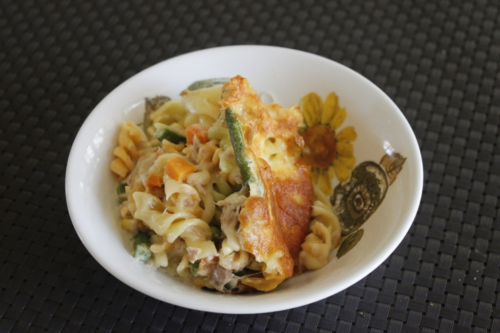Easy peasy creamy tuna and veggie pasta bake